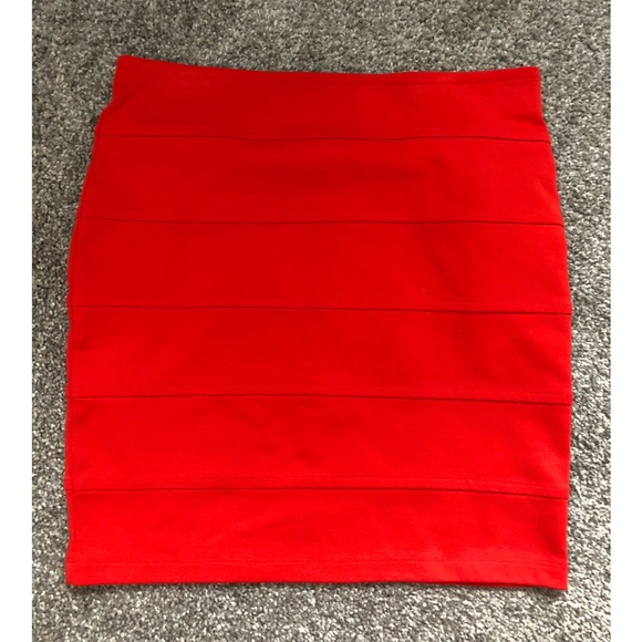 e066756610 Forever XXI Bright Orange Pencil Skirt. Forever 21.  M_5aac11eb72ea88849094c729. M_5aac11eb72ea88849094c729